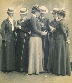 Cappelli alla marinara: di moda sia per gli uomini che per le donne, in paglia.